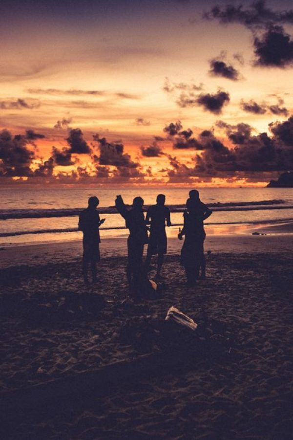 Summer Inspiration - Hanging Out on the Beach at Sunset | http://www.roseclearfield.com