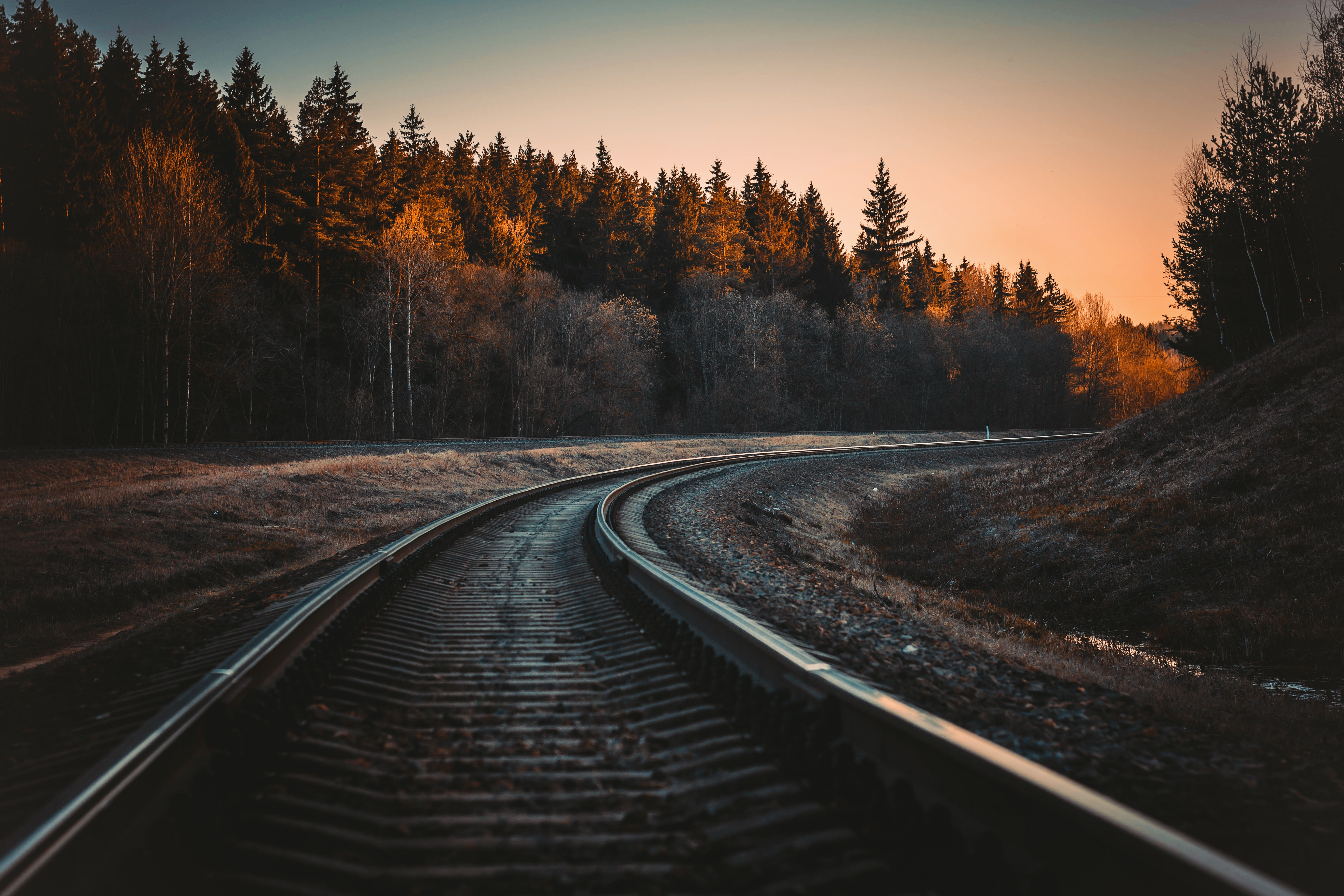 20 Creative Fall Photography Ideas - Train Rail During Golden Hour by Irina Kostenich via Pexels | https://www.roseclearfield.com