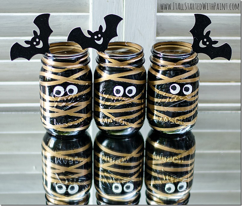DIY Halloween Mason Jar Decor - Mummy Mason Jars via It All Started With Paint | http://www.roseclearfield.com