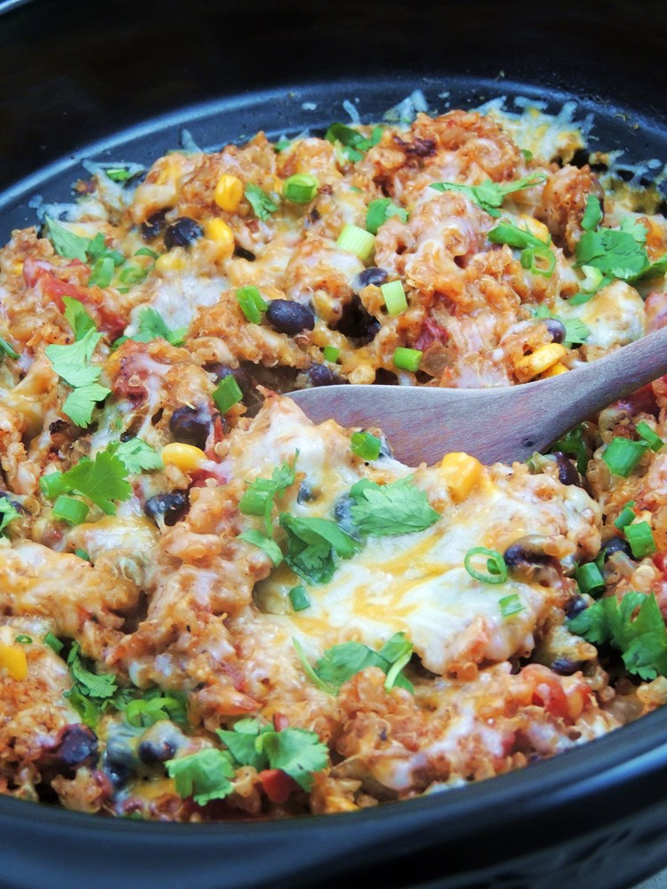 30 Days of Slow Cooker Dinner Recipes - Slow Cooker Chicken Enchilada Quinoa via Bobbi's Kozy Kitchen | http://www.roseclearfield.com