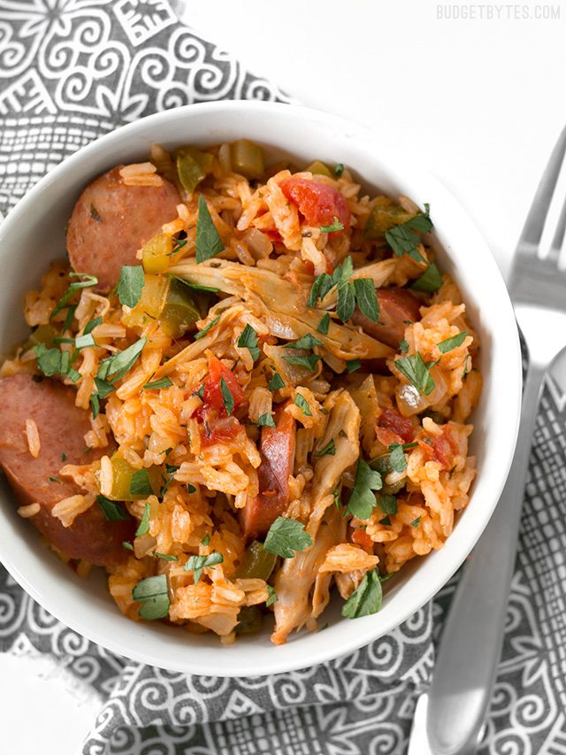 30 Days of Healthy Slow Cooker Dinner Recipes - Slow Cooker Jambalaya via Budget Bytes | http://www.roseclearfield.com