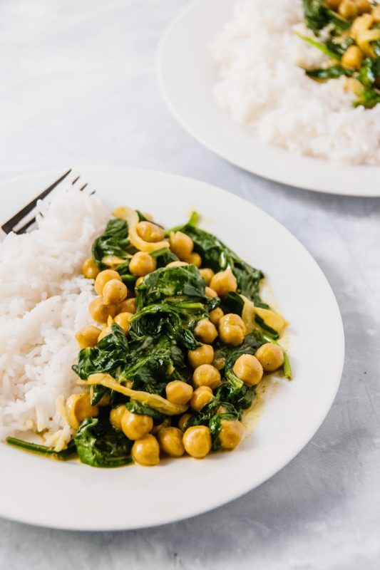 30 Healthy Dinner Recipes for Two - 20-Minute Golden Chickpea Curry with Spinach for Two via The Beader Chef | https://www.roseclearfield.com