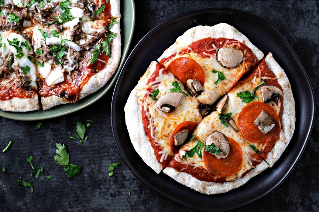 30 Healthy Dinner Recipes for Two - Grilled Pizza with 15 Minute Dough Recipe for Two via Zona Cooks | https://www.roseclearfield.com