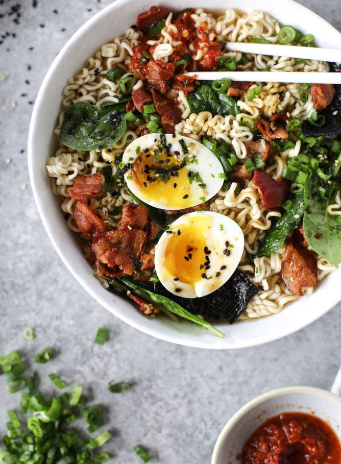 30 Healthy Ramen Noodle Recipes - Bacon and Egg Ramen via How Sweet Eats | https://www.roseclearfield.com
