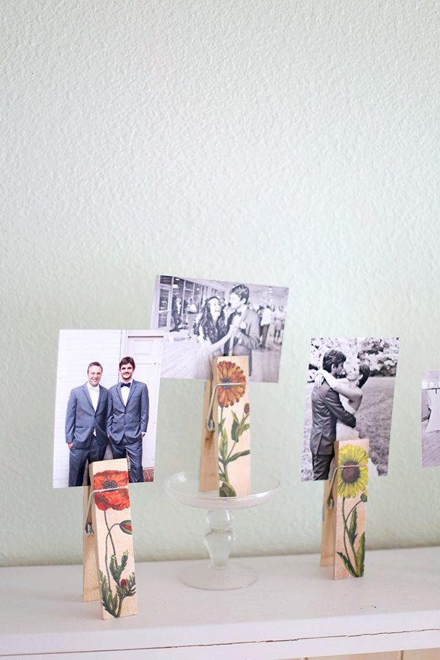 DIY image transfer botanical photo holders. Gorgeous floral home decor! via Shrimp Salad Circus #imagetransfer #vintagebotanicals #photoholder | https://www.roseclearfield.com