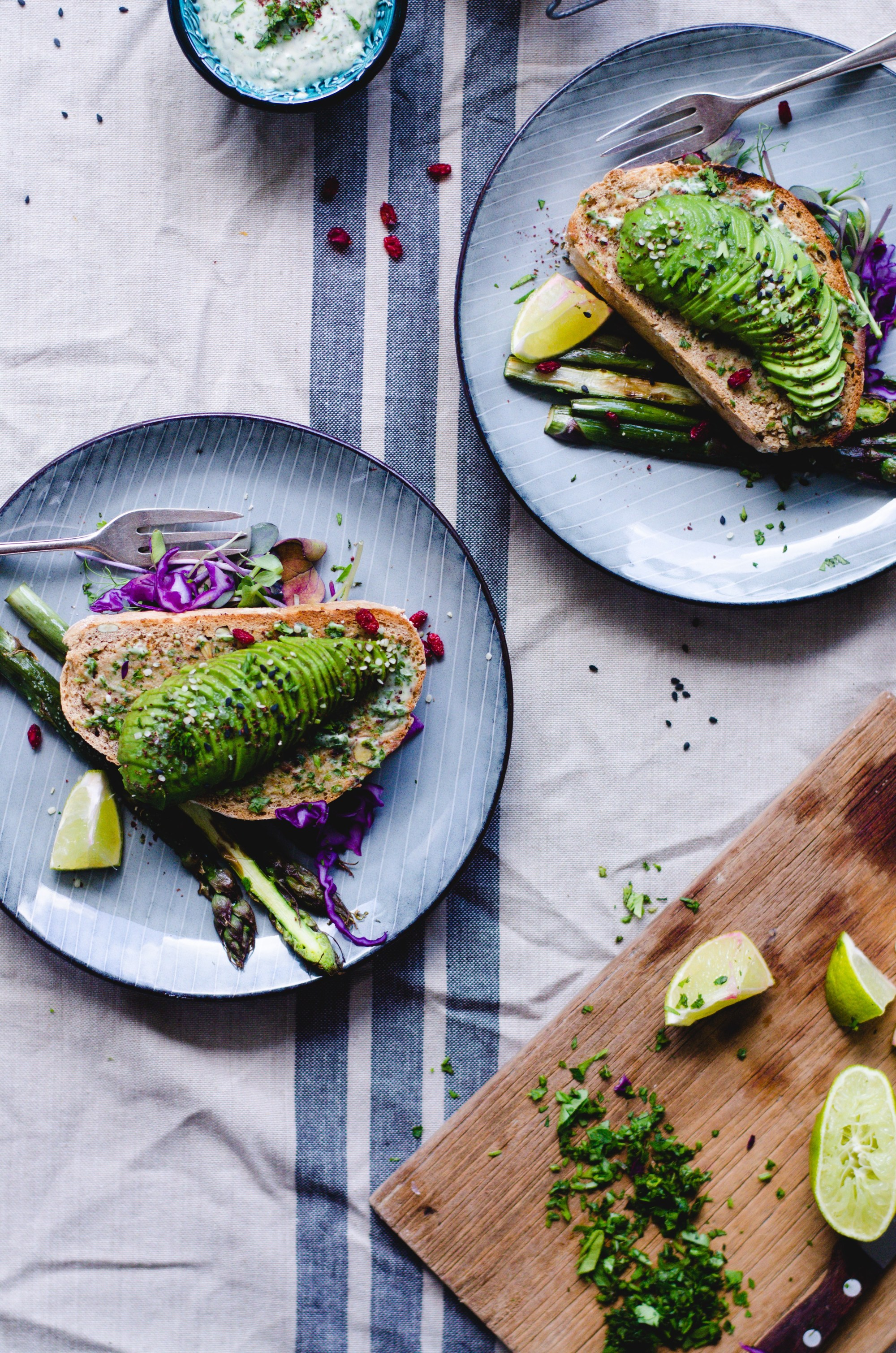 Tahini avocado toast with garlic asparagus. Bursting with flavor! via Fannie the Foodie #avocadotoast #garlicasparagus #healthyeating | https://www.roseclearfield.com
