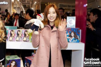 SMTown Pop Up Store, Taeyeon in SMTown Pop Up Store