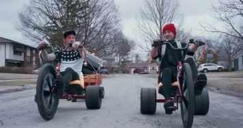 twenty one pilots, twenty one pilots adalah, duo twenty one pilots, lagu twenty one pilots, lagu stressed out twenty one pilots, terjemahan lagu twenty one pilots, makna lagu twenty one pilots, tyler joseph and josh dun