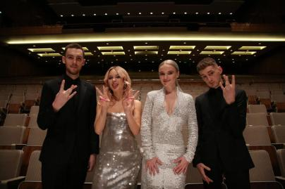 lagu clean bandit, lagu clean bandit symphony, makna lagu clean bandit symphony, cerita dalam lagu clean bandit symphony, video klip kontroversial clean bandit symphony, review clean bandit, review lagu symphony clean bandit