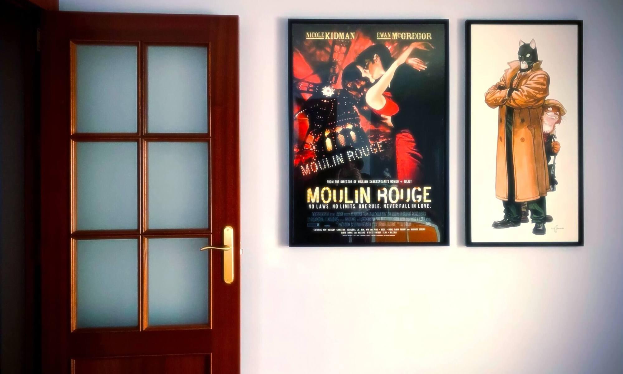 Dos cuadros colgados en la pared de mi salón.