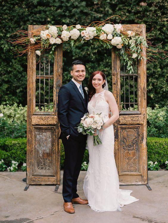 Top 20 Vintage Old Door Wedding Backdrops Roses Amp Rings