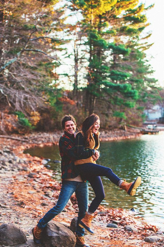 20 Super Captivating Fall Engagement Photo Ideas | Roses