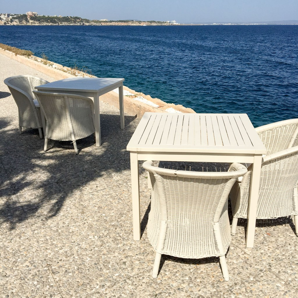 tables_near_the_sea