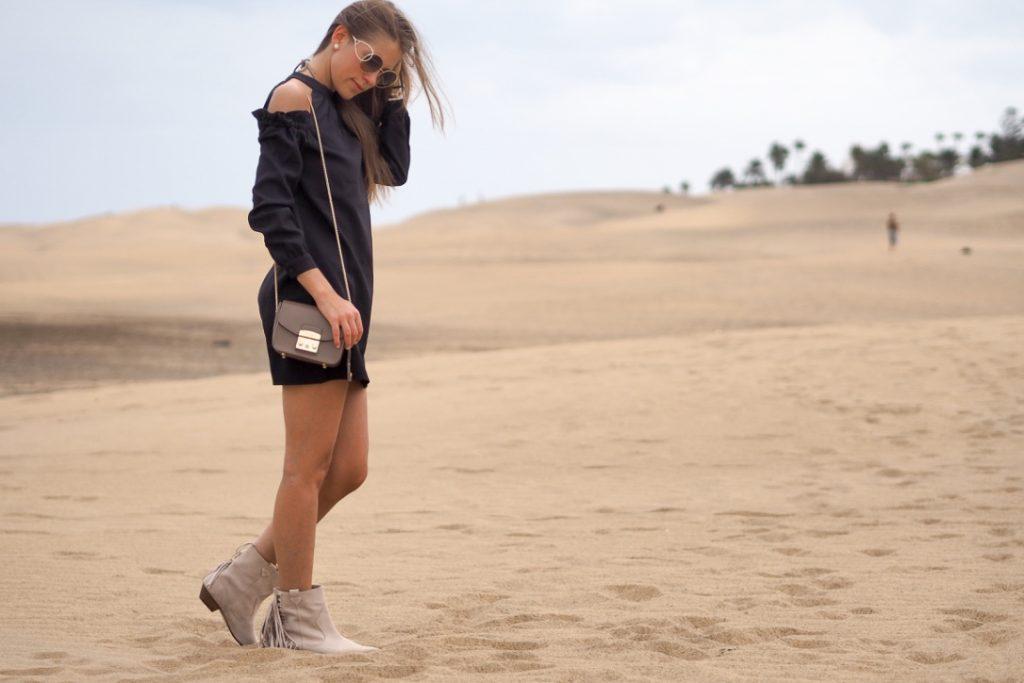 exploring_Gran_Canaria_little_black_dress