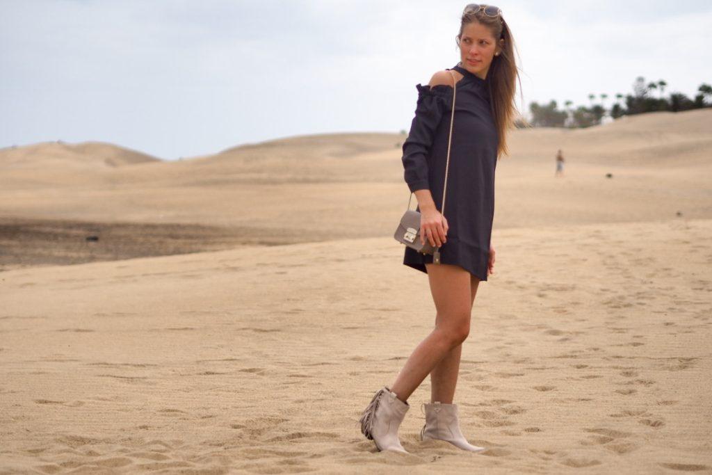 boots_black_dress_summer_desert