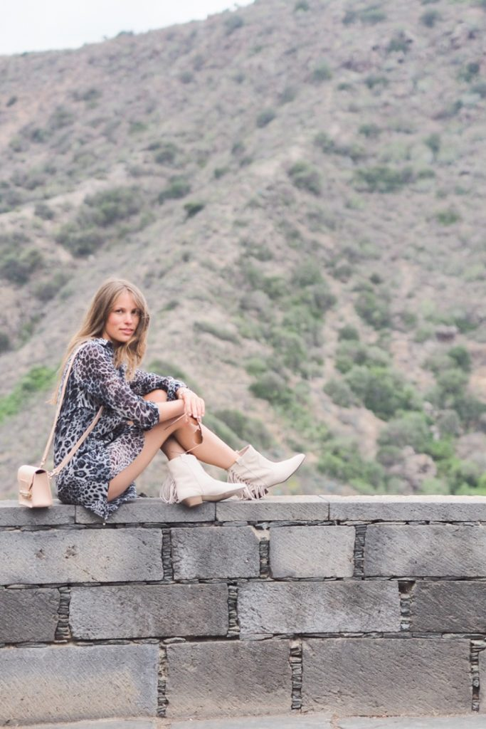 leopard_dress_grey_boots