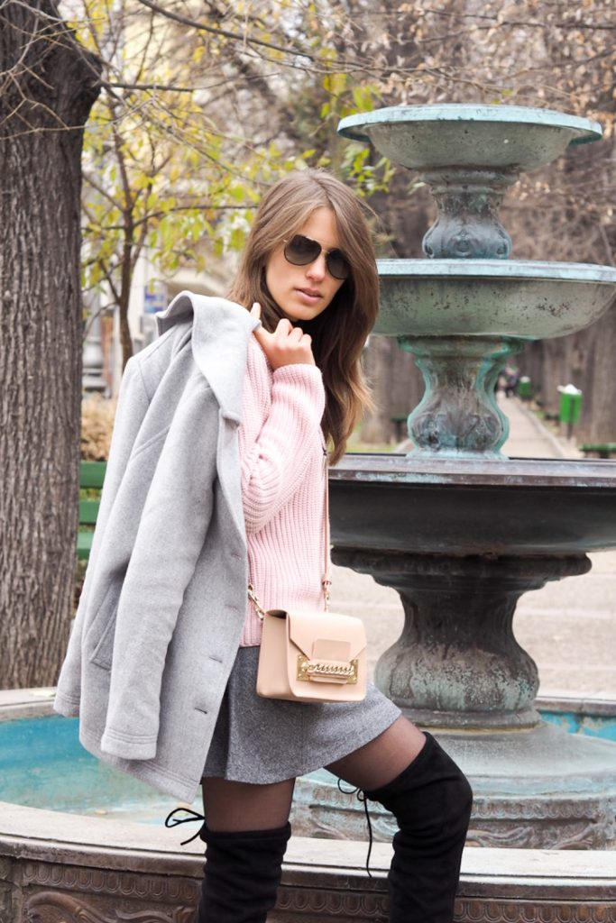 winter look in gray and pink