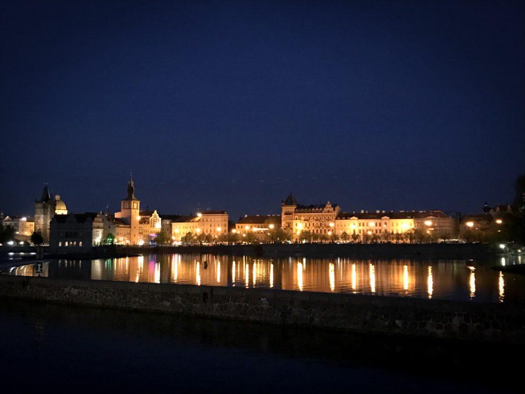 Prague_la_nuit_rosesinparis
