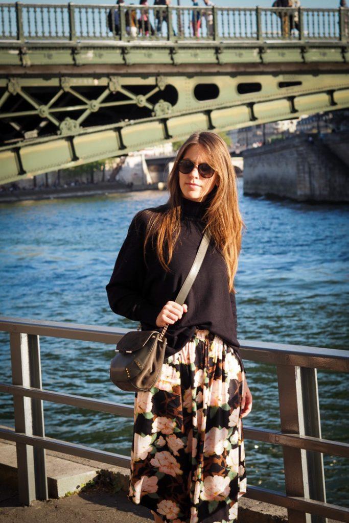 walking_in_paris_Nadya_rosesinparis