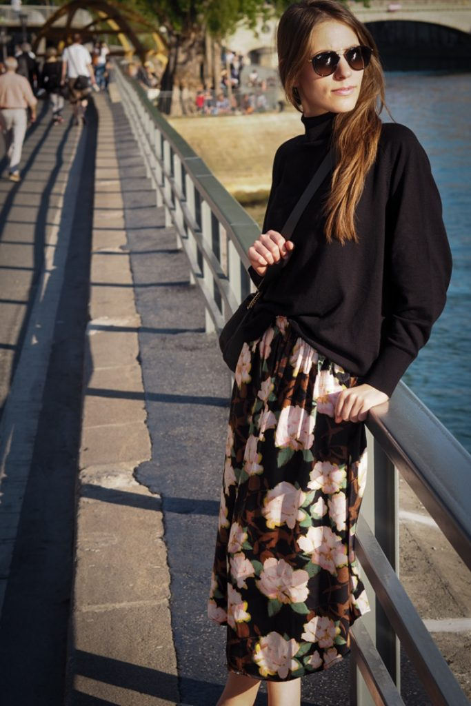 simple_look_for_cold_summer_rosesinparis