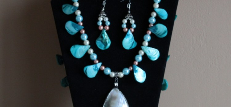 Rosie Crafts Mother of Pearl Jewelry Set