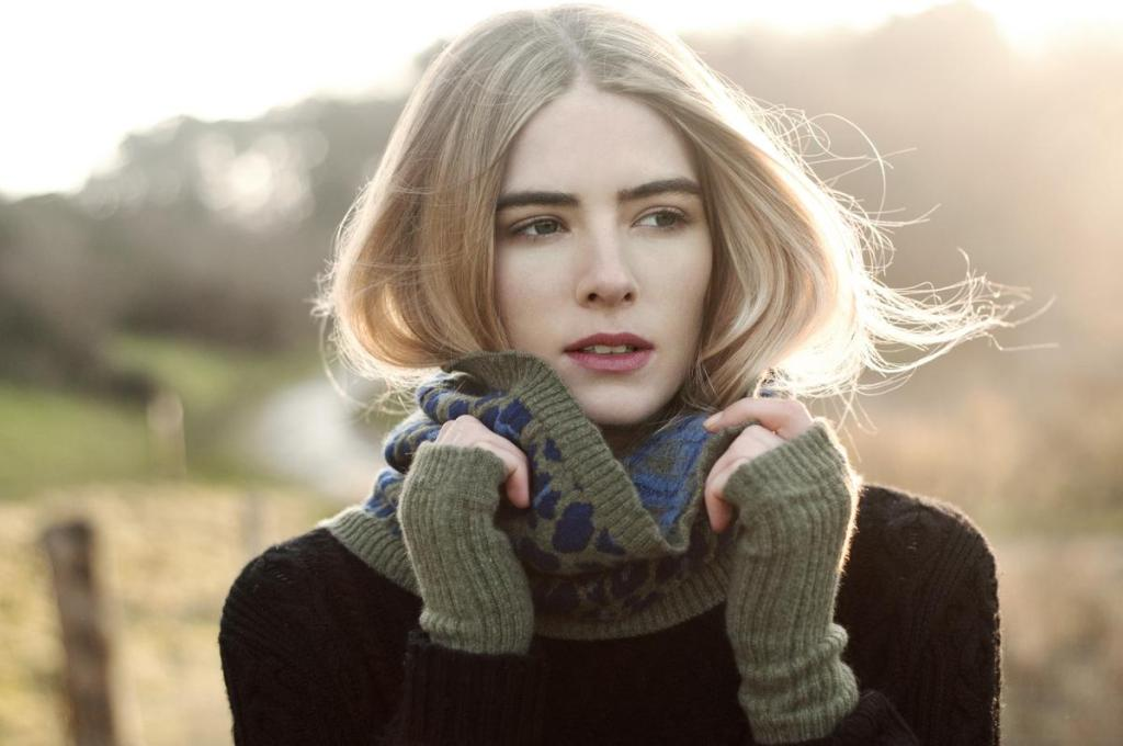 ROSIE SUGDEN WRISTWARMERS AND SNOOD IN THYME