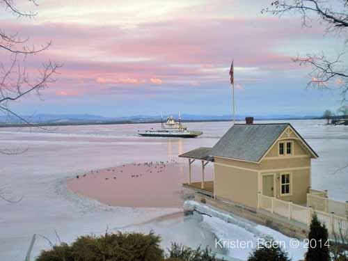 La Vie en Rose: Rosslyn boathouse during late February sunset (Credit: Kristen Eden)