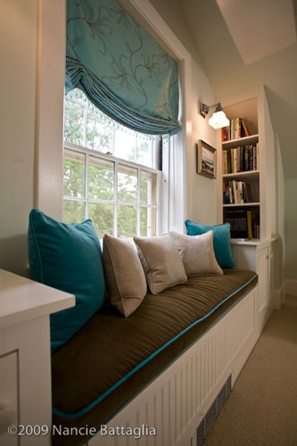 Attic Guest Room Window Seat (Credit: Nancie Battaglia)