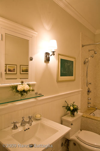 Rosslyn Guest Bathroom (Credit: Nancie Battaglia)