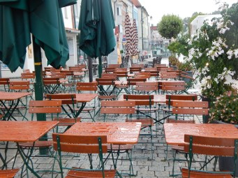 Blick in die Biergärten Deggendorfer Gastronomen am Stadtplatz
