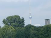Der Fernsehturm von der Brücke bei unserem Hotel aus