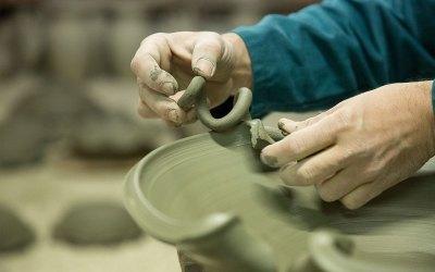 lavorazione ceramica vietrese al tornio avossa rossoaltramonto