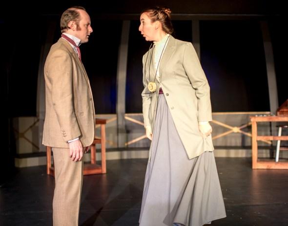 Peter Warden aas Peter Shaw, Isabelle Grimm as Henrietta Leavitt