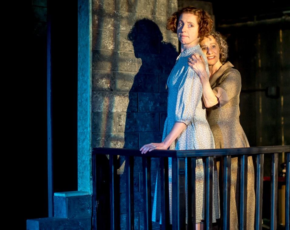 Tamar Cohn as Amanda Wingfield, Carolyn Arnold as Laura Wingfield