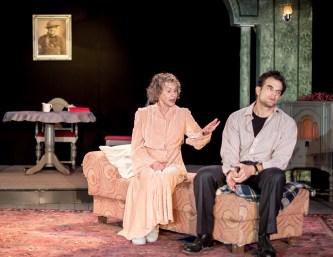 Tamar Cohn as Amanda Wingfield, Greg Crane as Tom Wingfield
