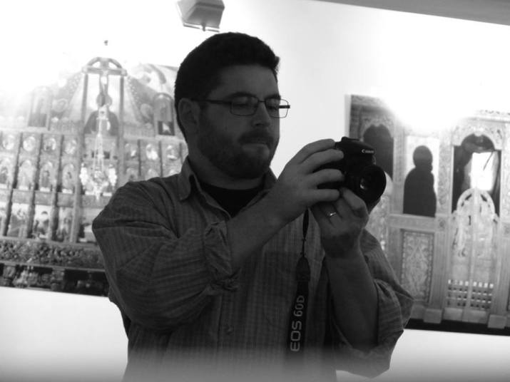 Iconarul Ioan Popa, principlul organizator şi animator, precum şi autorul fotografiilor de mai sus.
