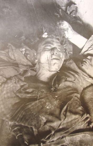 Cadavrul lui Gavrilă Rus fotografiat în Năsăud (Arhiva CNSAS)