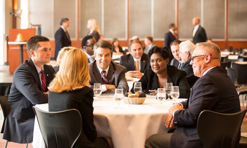 Rotariani a confronto durante un meeting