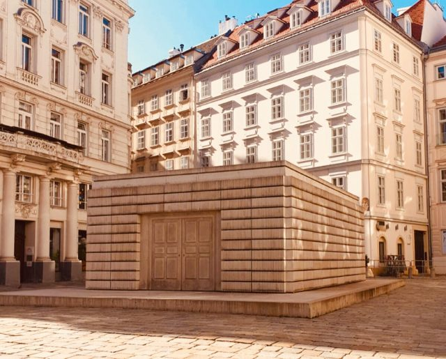Vienna - Judenplatz - Monumento della Shoah