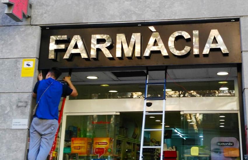 letras corporeas acero farmacia