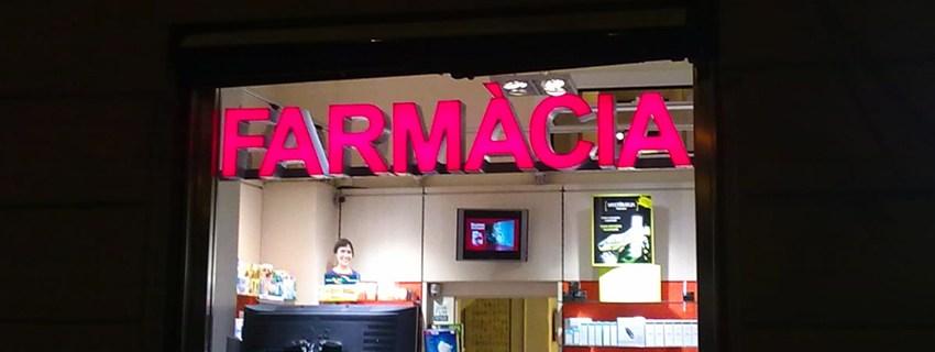 letras chanelume en farmacia