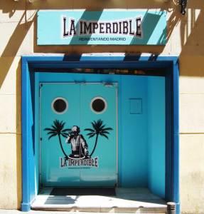 Diseño de logotipo y rotulación de la fachada del pub 'La Imperdible'.