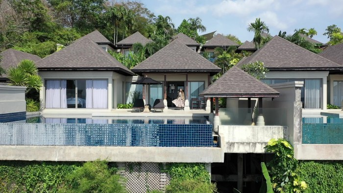 The Pavilions villa with an infinite pool and a beautiful ocean view.