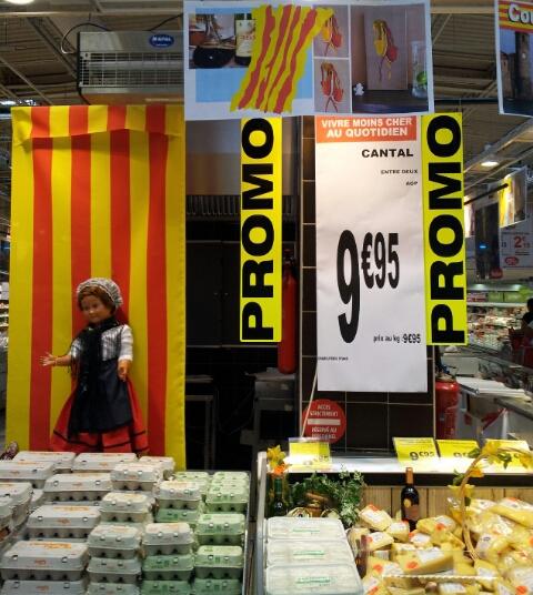 """Affiche sur le thème """"Couleurs Catalanes"""" à Auchan Perpignan Août 2014"""