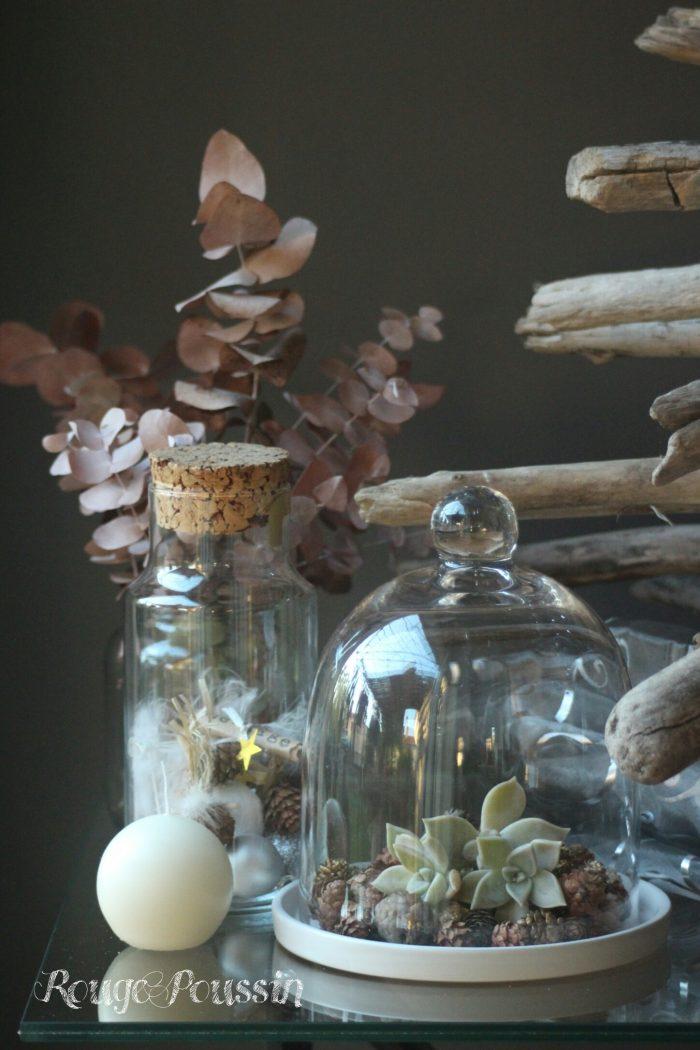 Une décoration sobre, épurée pour ce sapin de noël en bois flotté