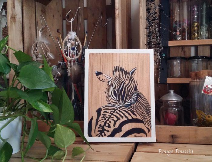 Peinture d'un zèbre vu dos sur cadre en bois