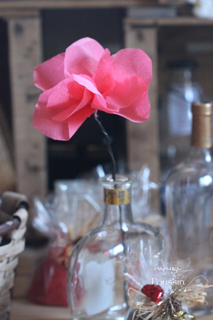 Fleurs en papier crépon pour l'exposition