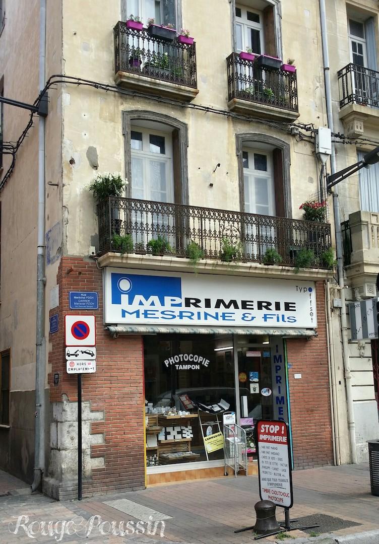 """Devanture de l'imprimerie """"Mesrine & Fils"""""""
