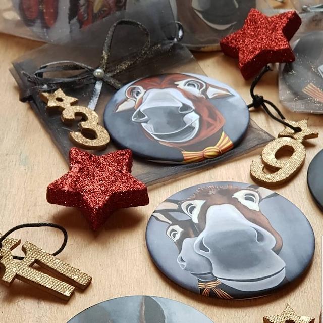 Des magnets représentant des ânes catalans à glisser dans un calendrier de l'avent