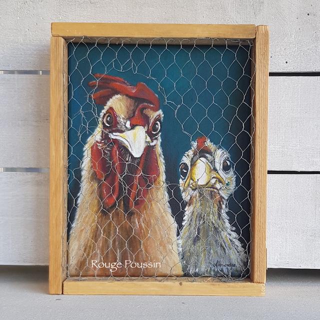 """Tableau à l'acrylique d'un coq et d'une poule présenté dans un cadre grillagé. Réalisé en juillet 2019, par l'artiste peintre Carole Alexandre. C'est le septième tableau de la série : """"Viens ma poule, on se casse !"""""""